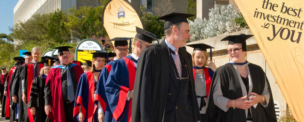 sumber gambar: http://www.flinders.edu.au/current-students/graduation-beyond/graduation/